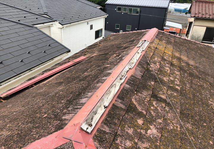 東京都小金井市、昨年の台風19号で損傷した棟板金を調査しました
