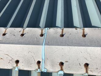 折板屋根の部分補修跡