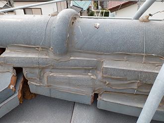 ラバーロック工法で固定されたのし瓦
