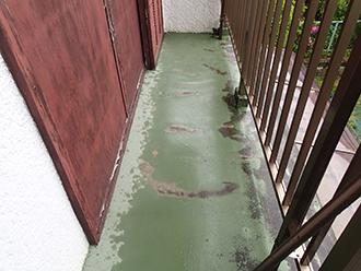 防水層が劣化したベランダ床