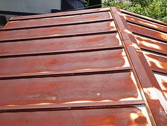 錆が広がったトタン屋根