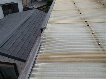江戸川区一之江で強風で持ち上がってしまったベランダ波板屋根の調査に伺いました