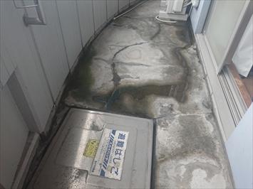 新宿区中落合で雨漏りしているテナントビルのバルコニーは防水工事で直します