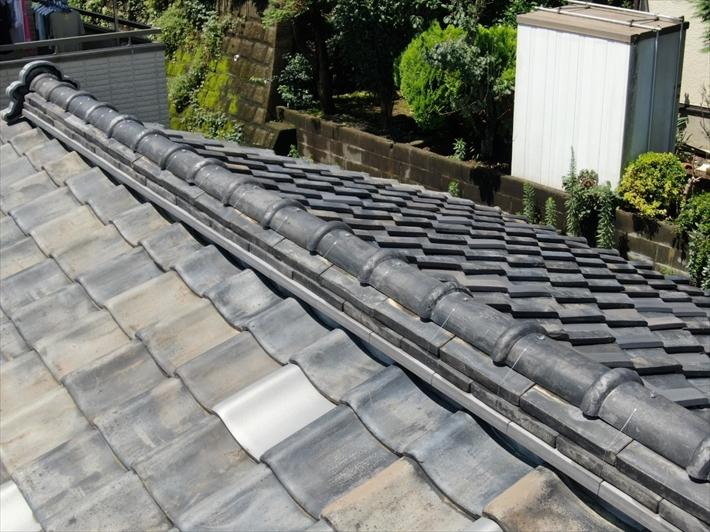 町田市金井で瓦のズレを指摘された屋根は雨上がりで上れない為ドローンで確認しました