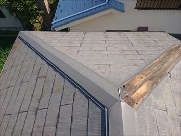 台風で飛ばされた棟板金