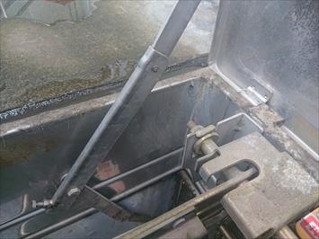 避難ハッチの回りは雨漏りしやすい部分です