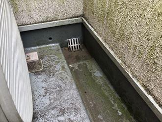 町田市高ケ坂でバルコニーの防水工事前の調査をしました