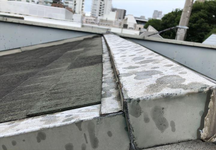 渋谷区神宮前で棟板金の釘が浮いていないか調査してきました