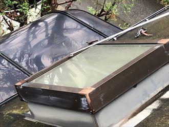 ガラスと金属サッシに防水加工がされていない