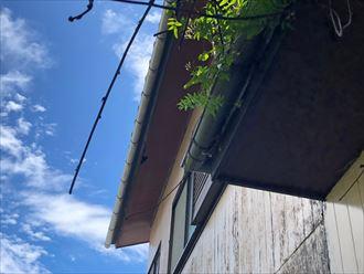 軒天にできた穴