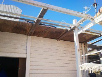 物置の屋根破損