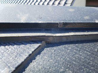 棟板金とスレートの隙間にもシーリング