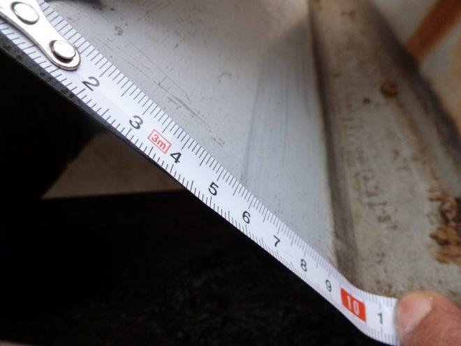 折板屋根のサイズを測る