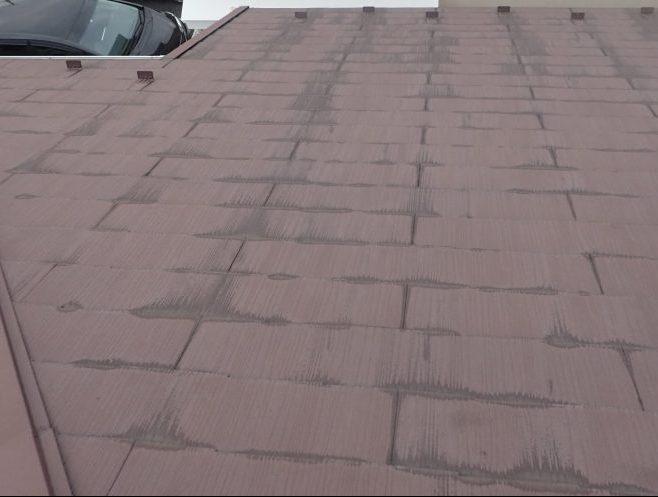 屋根に雨だれ