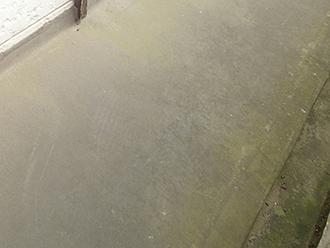 床の防水層が劣化しています
