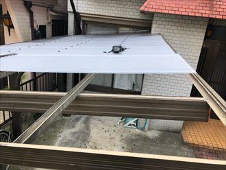 カーポート屋根のポリカ波板交換