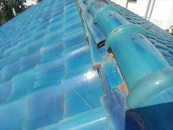 立川市錦町で崩れた棟瓦を取り直し工事で元の状態に積み直します