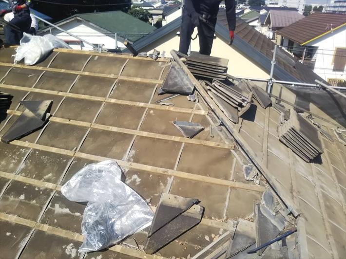 西東京市中町でモニエル瓦屋根の葺き替え工事が始まりました