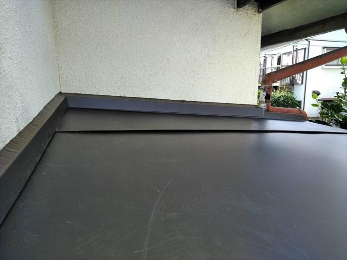 ガルバリウム鋼板で仕上げます