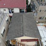 ドローン撮影したセメント瓦葺き屋根
