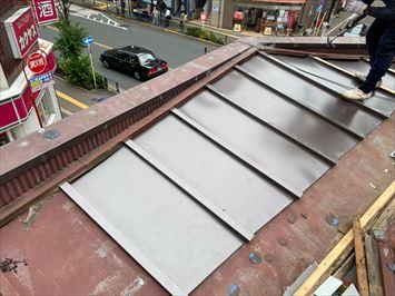 葛飾区新小岩で台風被害にあった瓦棒屋根の補修工事を行いました