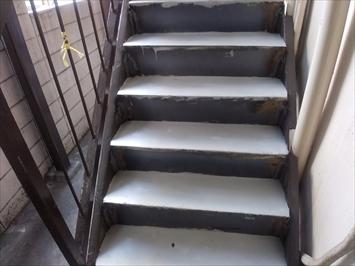 鉄骨階段改修工事をおこないます
