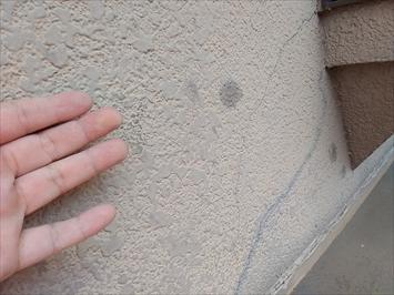 外壁に雹がぶつかった跡があります
