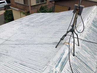 塗装が剥げたトタン屋根