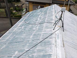 塗装が劣化したトタン屋根