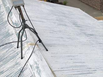 塗装が剥げているトタン屋根