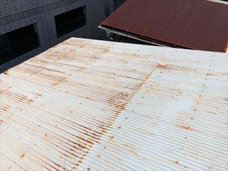 錆のあるトタン屋根