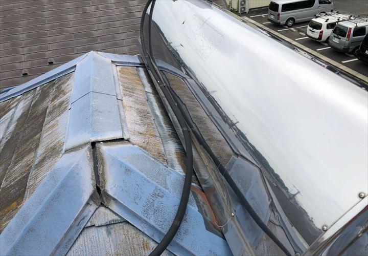太陽光パネルの乗った屋根
