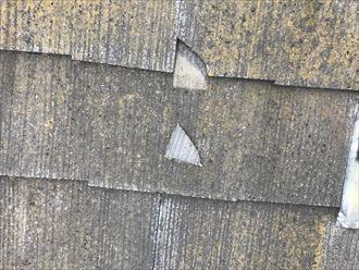 屋根の角が割れて落下