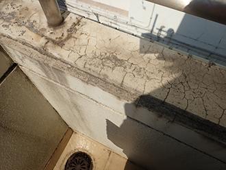外階段の手すりの塗装が剥がれています