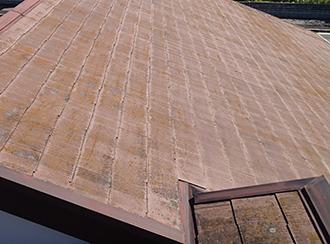 色あせが発生したスレート屋根