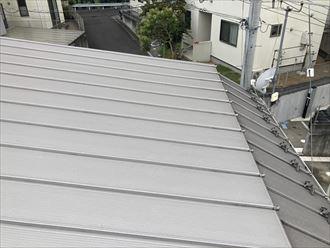 立平葺きのガルバリウムの屋根
