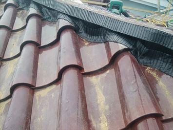 江戸川区篠崎で雨樋の詰まりの原因となっていた瓦屋根の棟をガイドライン工法で作り直しました