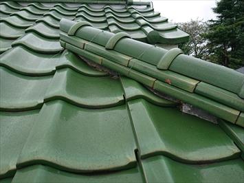 三鷹市深大寺で剥がれた棟瓦の漆喰は詰め直し工事でメンテナンスします