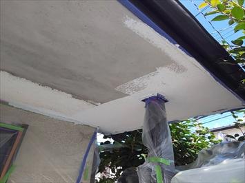 立川市錦町で玄関庇の軒天が剥がれたので張り替えて塗装で仕上げました