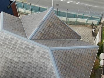 ドローンで屋根全体を確認します