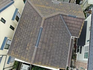 梯子が架けられないのでドローンで屋根の状態を確認