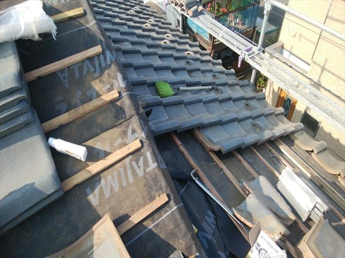 清瀬市元町で屋根葺き直し工事で瓦葺き屋根の雨漏りを止めます