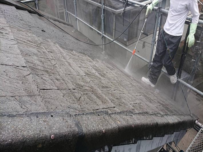 八王子市中野町で外壁塗装と一緒にコケだらけのモニエル瓦を高圧洗浄します