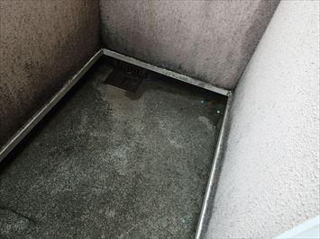 三階ベランダ排水口