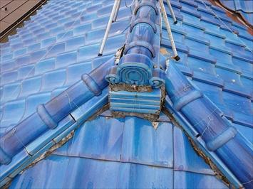 瓦葺き屋根には漆喰が詰めてあります