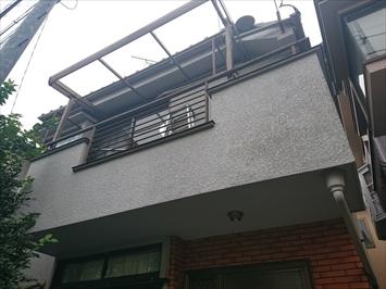 杉並区成田東で雹の被害で割れたバルコニーの波板は火災保険で直します