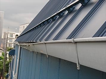 急勾配の屋根の雨樋