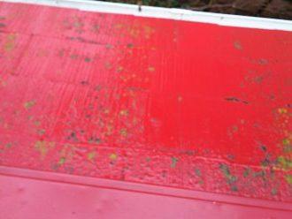 赤い塗装の剥がれ