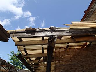 塩ビの屋根材が破損