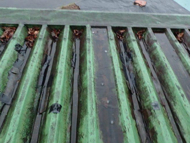 折板屋根の排水不良